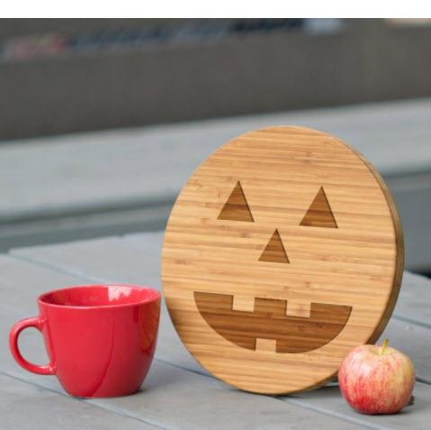 Jack-o-lantern Wooden Cutting Board  Home & Garden > Kitchen & Dining > Kitchen Tools & Utensils > Cutting Boards